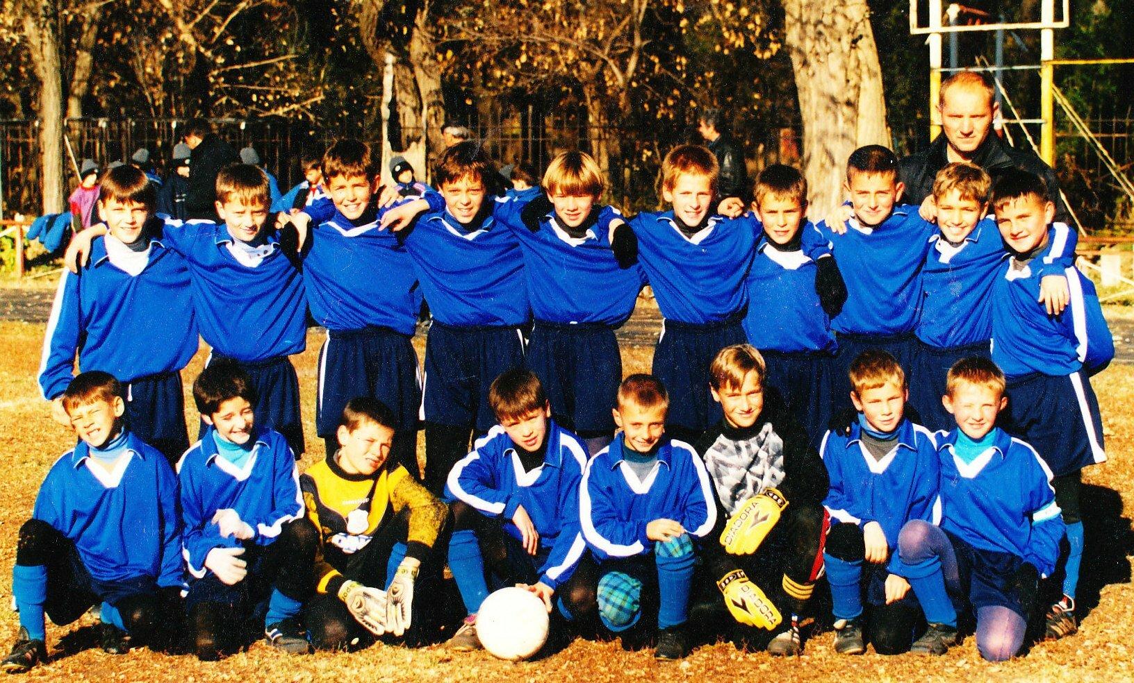 Такими мы были 2001 год. Четвертый снизу слева на право Коноплянка Евгений, Загальский Игорь, Березовский Игорь.